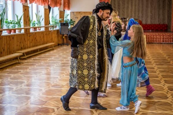 Вивчаємо стародавні танці